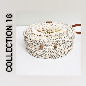 NWOT Collection 18 Crossbody Bag Seashells Cream